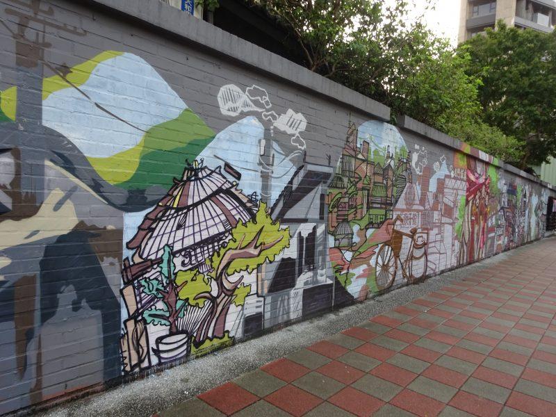 「龍門客棧餃子館」前のストリートアート