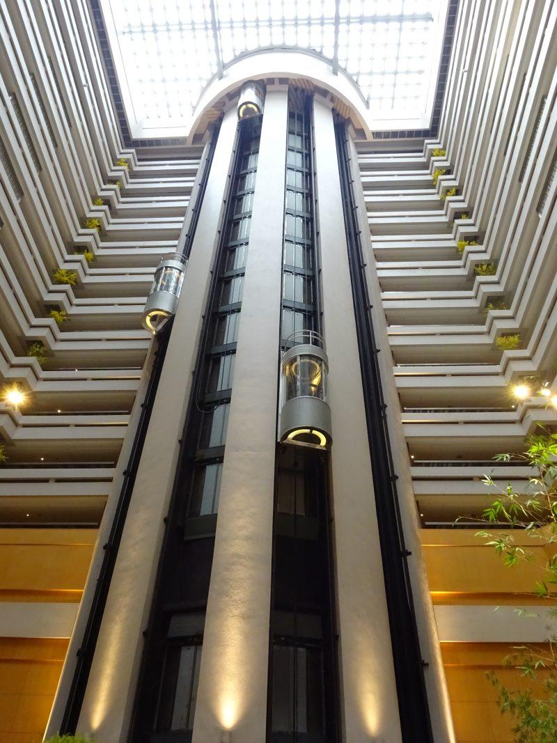 シェラトングランド台北のシースルーエレベーター