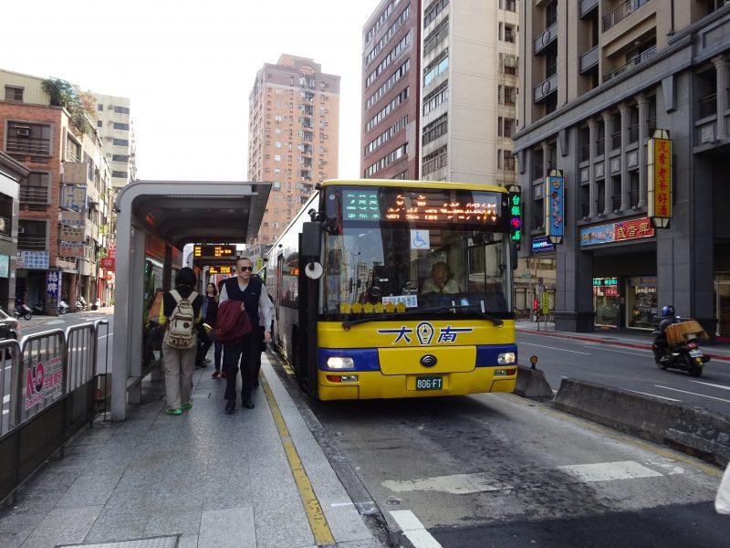 台北のバスとバス停