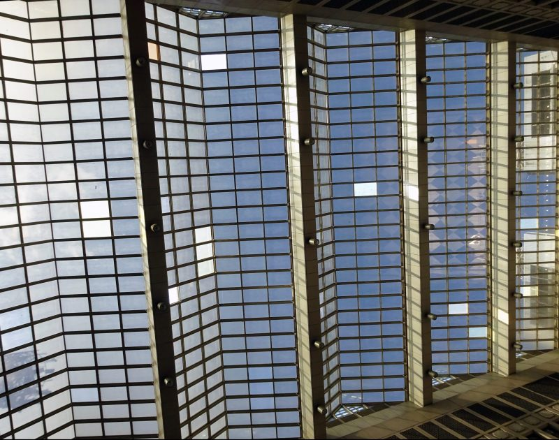 台北駅構内の天井