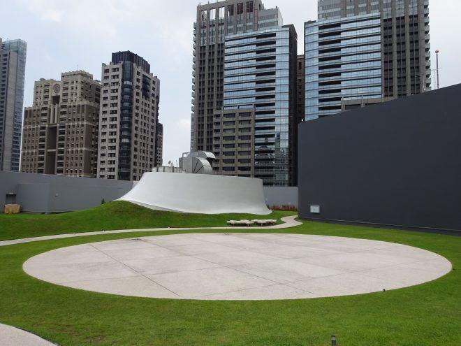 台中国家歌劇院の屋上庭園
