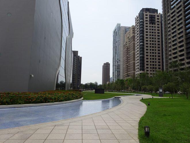 台中国家歌劇院の外観