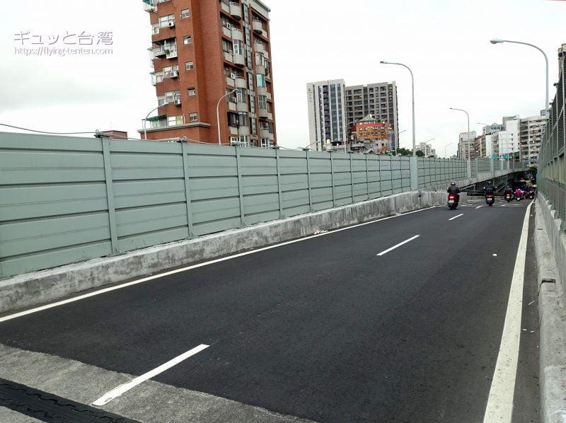 台北大橋からみたバイクの滝