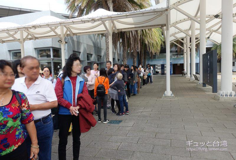 H31高鐵快捷公車を待つ人々