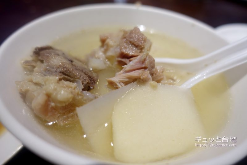 富覇王猪脚の筍スープ