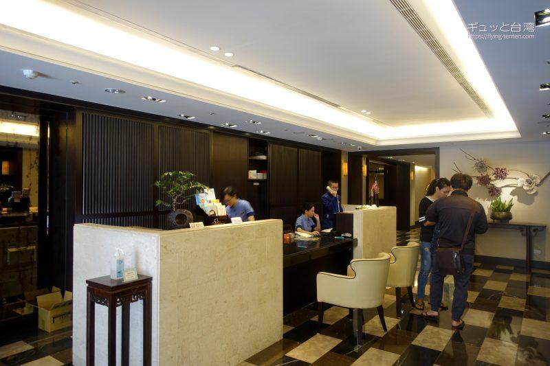 53ホテルのフロント