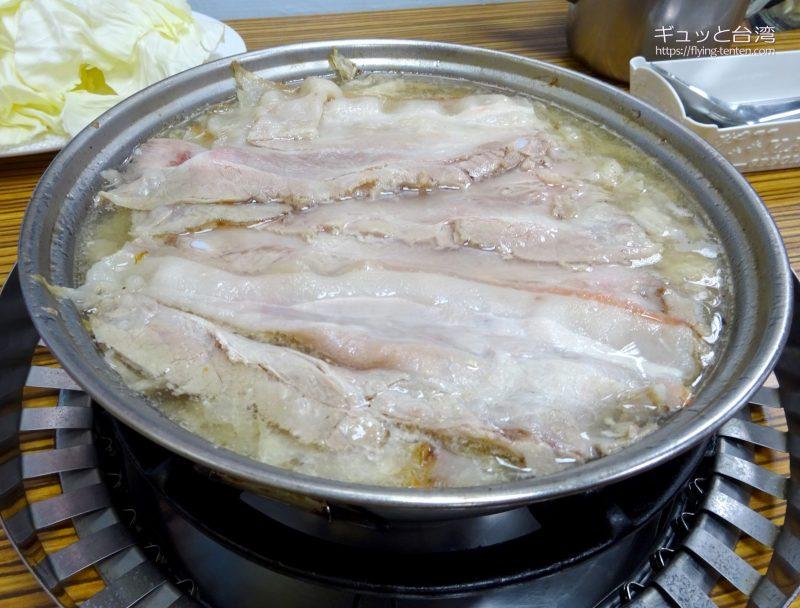 長白小館の酸菜白肉火鍋