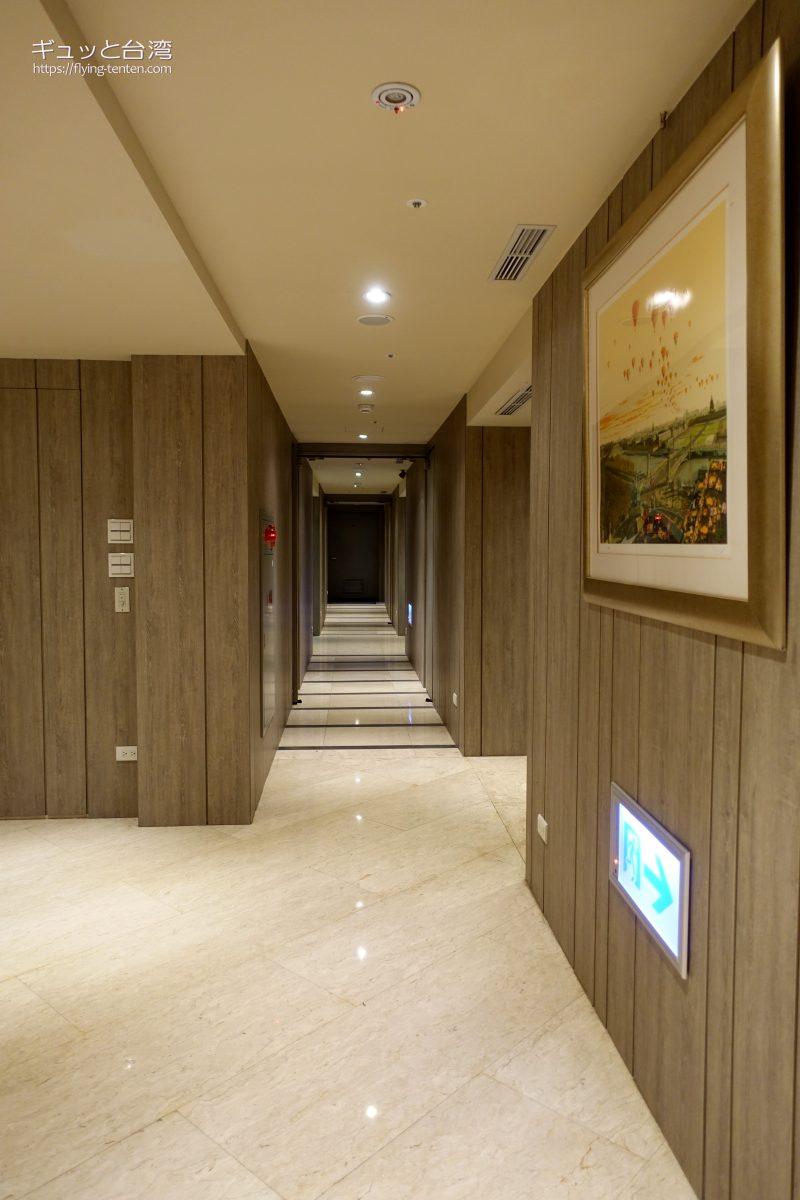 ガイアホテル_大地酒店の個室温泉に続く廊下