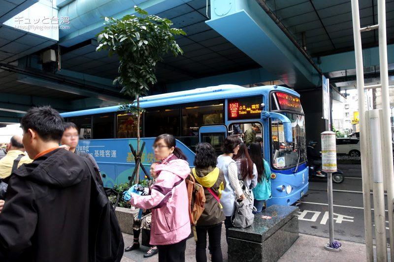 MRT忠孝復興駅の九份行きバス乗り場