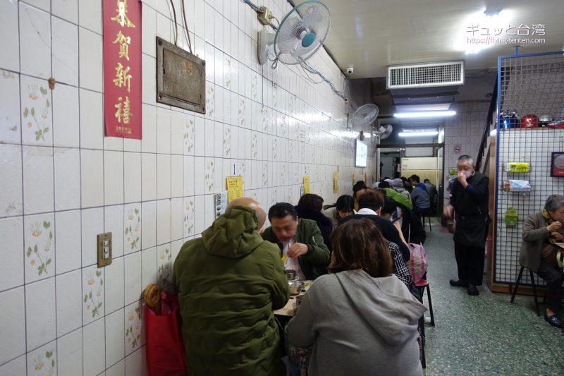 金峰魯肉飯の店内の様子